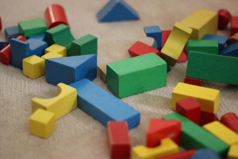 jouets cubes construction