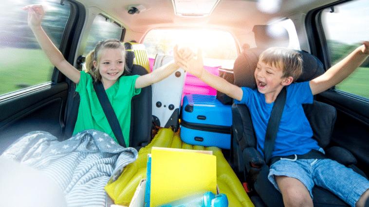 enfants voiture vacances