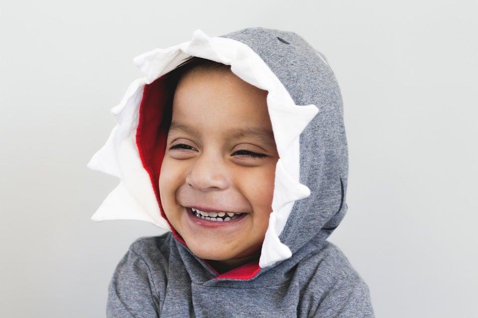enfant qui rit sourit
