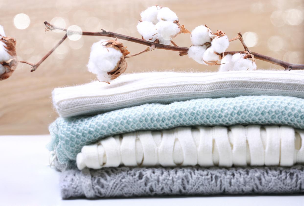 Linge rêche après le lavage : 6 causes et solutions efficaces