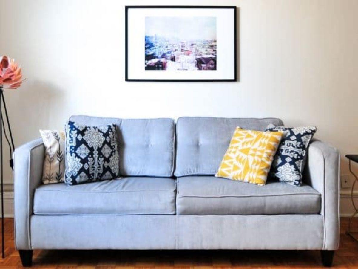 Entretien Canapé Cuir Naturel comment nettoyer un canapé en tissu ? 4 astuces naturelles