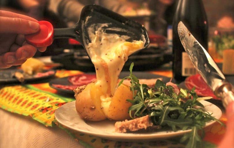 raclette plus légère grâce à sa salade d'accompagnement