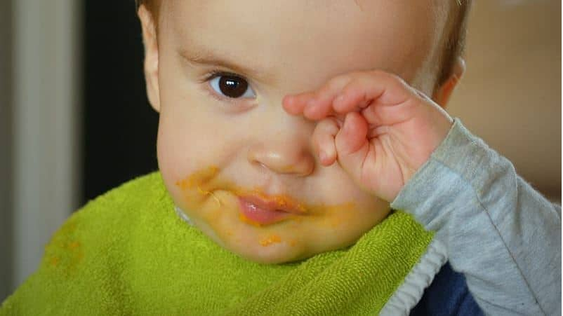 astuces nettoyer bavoirs taches bébé