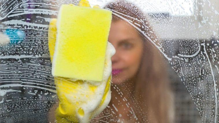 nettoyer porte de douche paroi vitre salle de bain