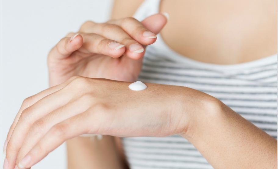 mains sèches soins crèmes