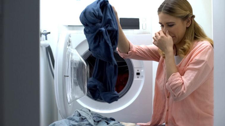 odeurs linge sent mauvais après le lavage machine