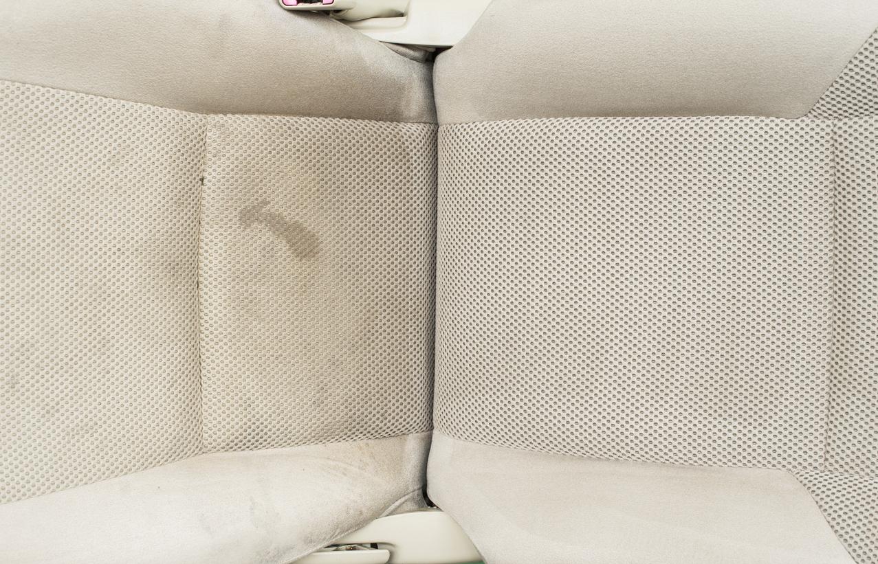 taches sièges voiture nettoyer détacher