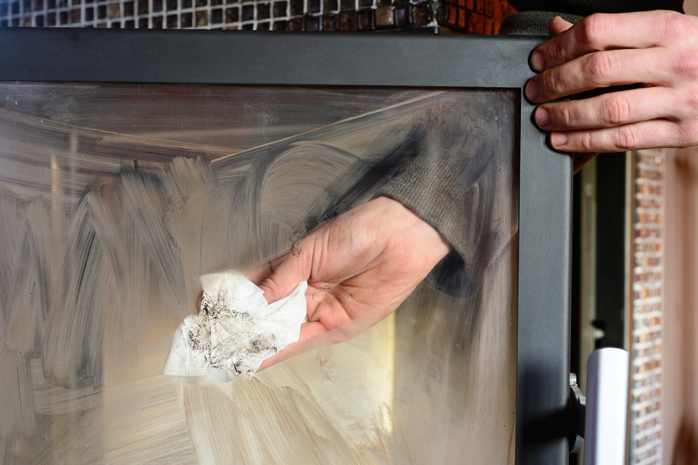 nettoyer vitre cheminée poêle