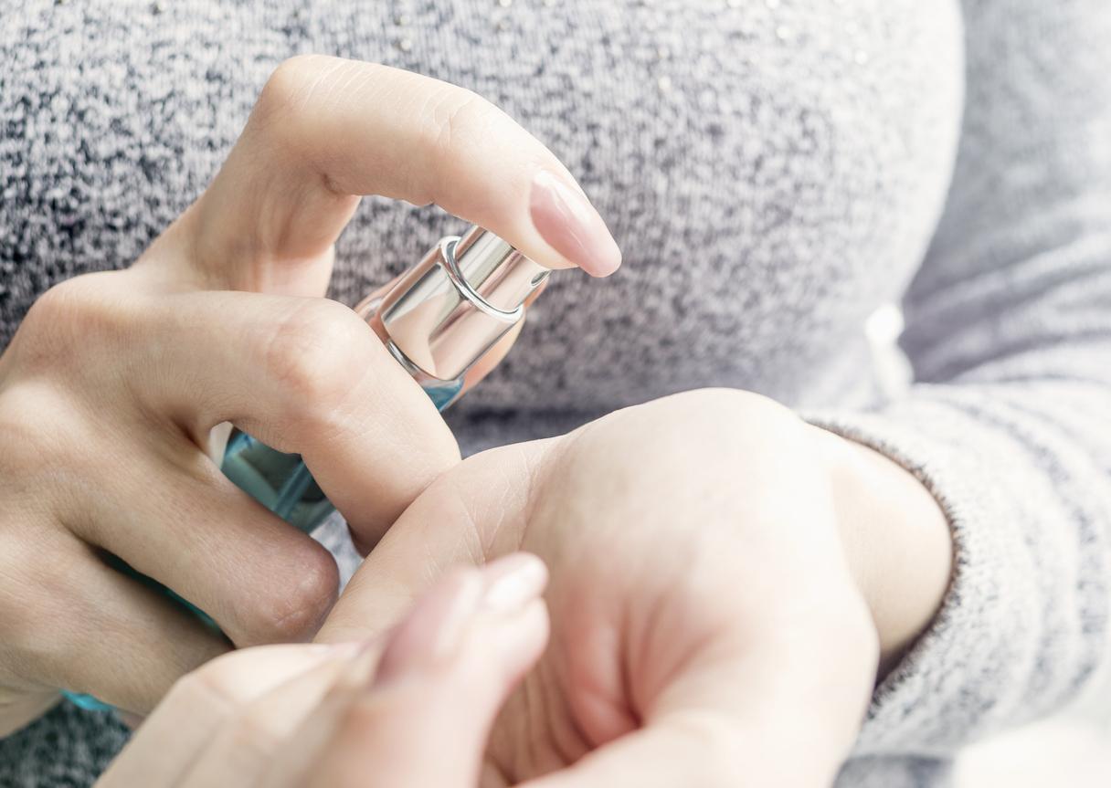 pulvérisation parfum ne pas frotter poignets pour le faire durer plus longtemps