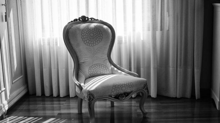 chaise ancienne assise en tissu
