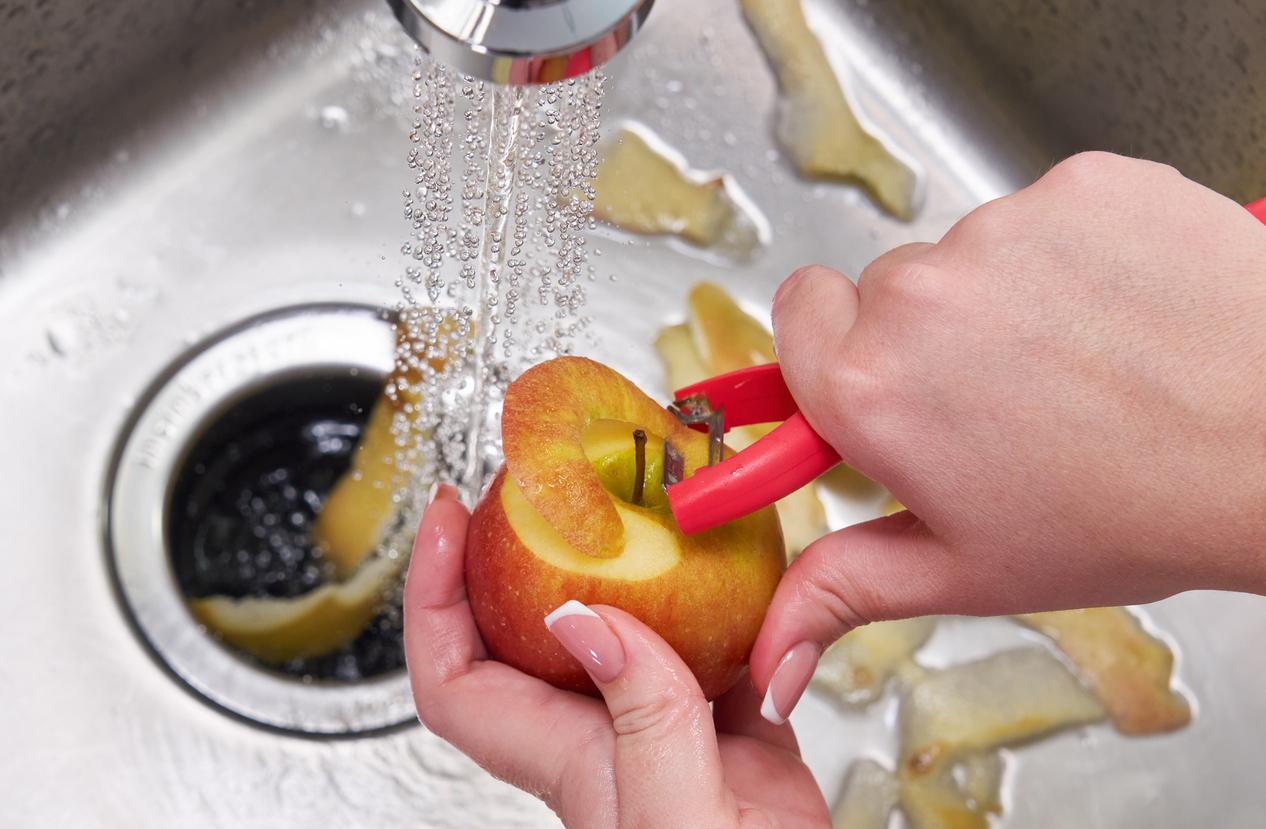 éplucher pomme fruit