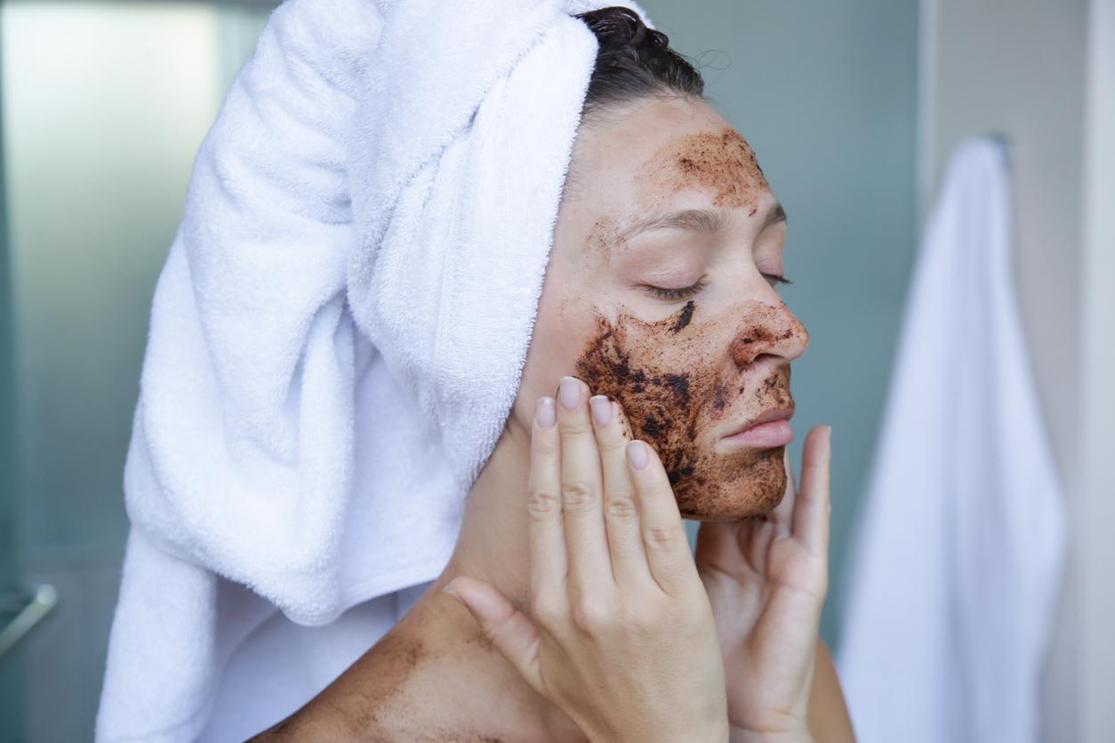gommage marc de café visage éclat antirides