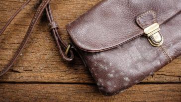 sac à main en cuir moisi moisissures taches