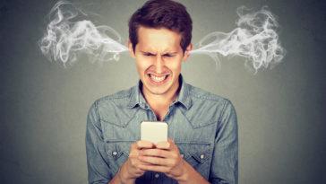 homme téléphone colère
